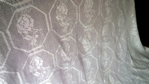 Beautiful Vintage Crocheted or Tatted Bedspread Kitchener / Waterloo Kitchener Area image 3