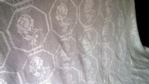 Beautiful Vintage Crocheted or Tatted Bedspread Kitchener / Waterloo Kitchener Area image 3