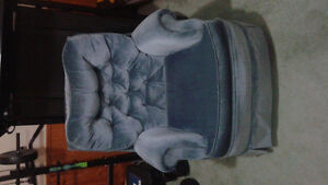 Chair that rocks and swivels Kingston Kingston Area image 1