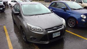 2012 Ford Focus S Sedan   Manual    *LOW KM*