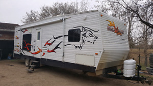 2008 33 ft wolf pack toy hauler .