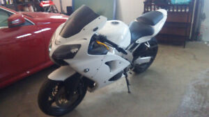 1998 Kawasaki Ninja  600 looks and runs great