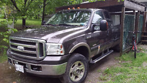 2005 Ford F-350 Super Duty Lariat Edition