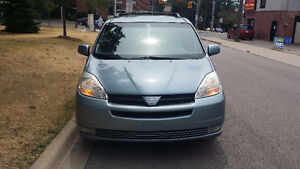 2005 Toyota Sienna LE   very clean only 166,000km