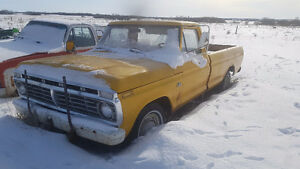 *Mint* Ford F-100 Pickup Truck