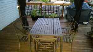 Sturdy patio table and chairs!!! Good Condition!!!!!