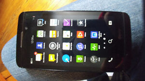UNLOCKED Blackberry Z10 with Charge Cable