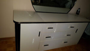 Used bedroom pieces..black/white/gold