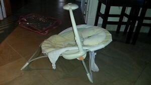 Fisher Price Baby Papasan Baby Craddle Seat Kitchener / Waterloo Kitchener Area image 4