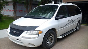 Pearl White 2000 Chrysler Town & Country Ltd, Leather, Loaded