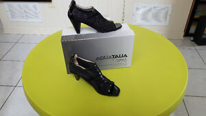 Aquatalia Size 8 ladies' shoes