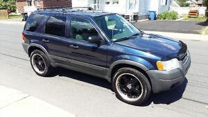 2004 Ford Escape Tout équipé ( negociable ) VUS