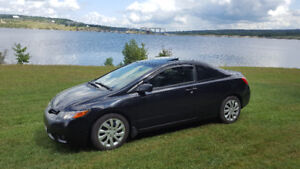 Sporty Honda Civic EX-L Coupe. Loaded.. Tax In.