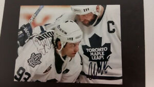 DOUG GILMOUR AND WENDEL CLARK SIGNED 5 X 7 Toronto Maple Leafs h
