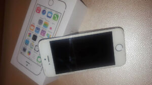 iPhone 5s 16GB in VERY GOOD condition - UNLOCKED