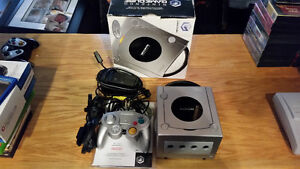 Gamecube in box all.in excellent condition barely used