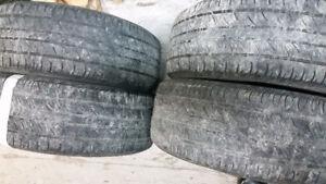 Quatre (4) pneus de marque Continental P235/55R17 à donner