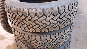 4 pneu hivers 185/65r15 snowtracker