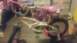 girls hello kitty bike age 4 to 7, like new