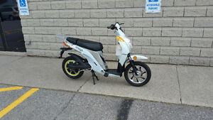 Amego E-Breeze Electric Scooter. BRAND NEW.  Regularly $1499.00