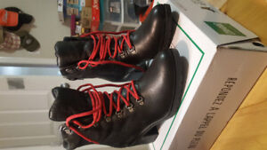 BRAND NEW COUGAR ANGIE BLACK LACE-UP WATERPROOF ANKLE BOOTS