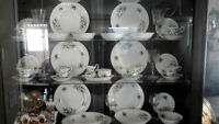 6 place setting Royal Albert Trillium Dinner Set