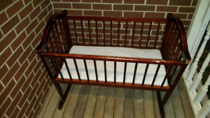 Bassinet - Jolly Jumper Rocking Cradle