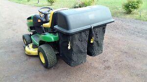 John Deere LA125 Lawn Tractor with Bagger