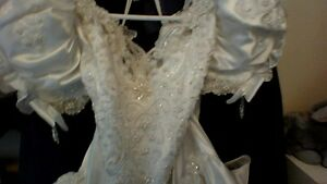 Princess Wedding Gown and Veil with Accessories - Reduced Peterborough Peterborough Area image 6