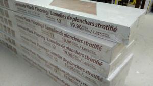 LAMINATE PLANK FLOORING / LAMELLES DE PLANCHERs STRATIFÉ