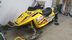2005 Skidoo MXZ 600cc carb with electric start
