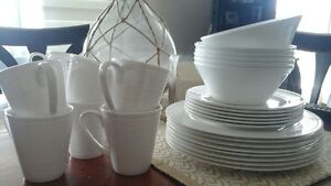 32 piece (8 settings) white dishes