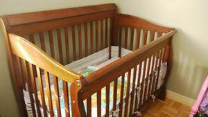 Crib,solid wood Kitchener / Waterloo Kitchener Area image 1