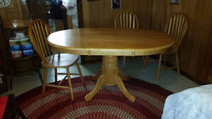Maple pedestal table with 4 chairs