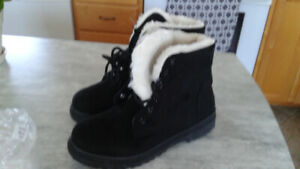 Snowboots For Sale
