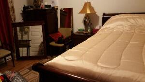 Chambre à coucher Queen bois foncé