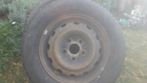 Need gone 225/ 60 r 16 rims and winter tires dodge journey Kawartha Lakes Peterborough Area image 2