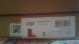 Size 5 Gold Sequin UGG boots (fits girls wearing size 3 shoes) Windsor Region Ontario image 5