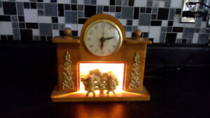 VINTAGE SOLID WOOD MANTEL (electric) CLOCK