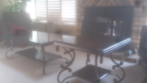 Coffee  Table  and 2 end  tables.Wood.