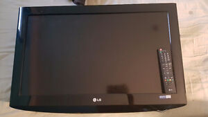 "32"" LG LCD TV with wall mount"