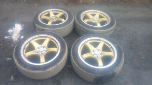 Dai 17 inch wheels with tires.
