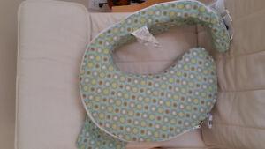 Almost new breastfeeding pillow Kitchener / Waterloo Kitchener Area image 2