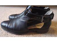 Clarks Narrative Black Leather shoes size UK 6/EU 39.5