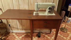 ***SEWING MACHINE*** Kitchener / Waterloo Kitchener Area image 1