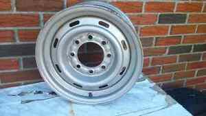 3/4 + 1 TON MOPAR- RAM 16.5 ROAD WHEEL