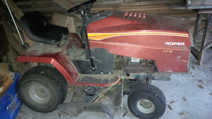 Lawn tractor with Briggs and Stratton engine