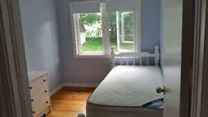 One furnished bedroom for males, 5 mins walking to university