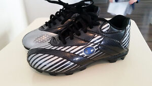 Size 10 1/2 Boys Cleats- Excellent Used Condition