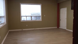 $950/mth Third Line and Speers Road